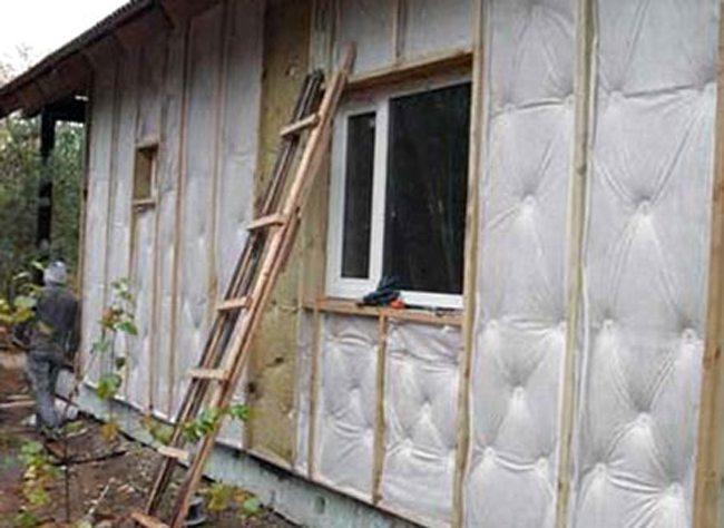 Утепление деревянного дома, как его сделать правильно