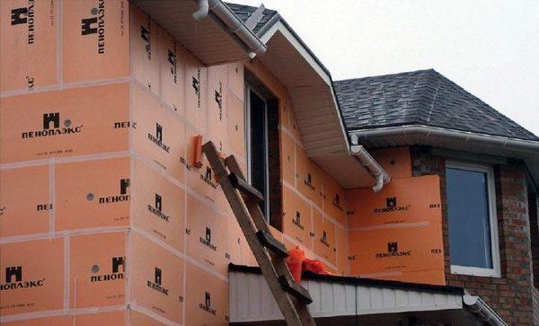 На фото: Пеноплекс один из самых популярных материалов для утепления стен