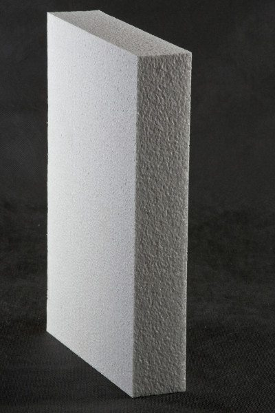 На фото показан лист пенопласта