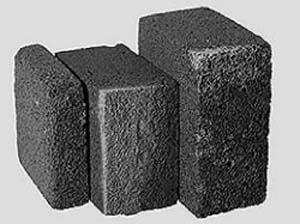 На фото показаны блоки пеностекла различных размеров.