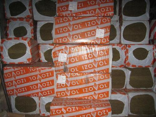 На фото показаны упаковки утеплителя