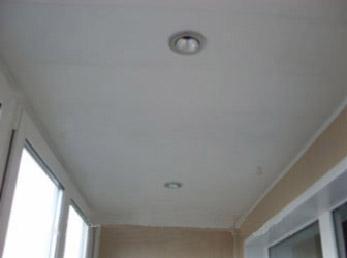 На фото потолок по окончании работ.