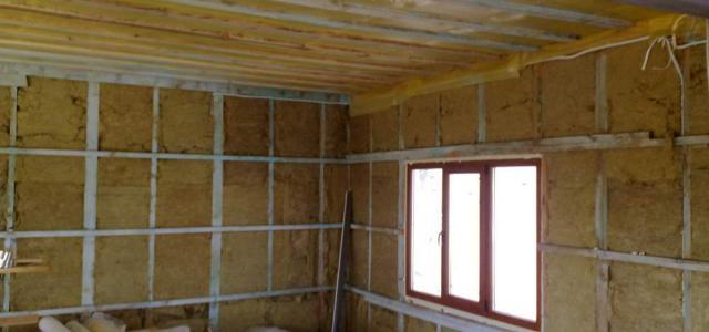 На фото видно, что ватой можно обшивать не только стены, но и потолок