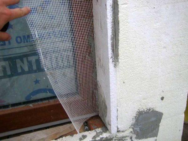 Начинаем армирование фасада с откосов