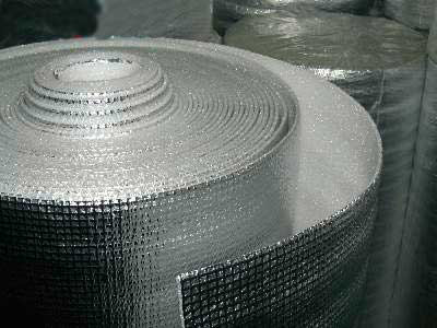 Наиболее распространенная теплоизоляция для теплого электрического пола — фольгированный пенополиэтилен.