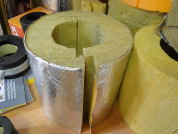 Наличие L-образных замков защитит систему от мостиков холода.