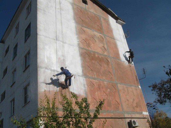 Нанесение пенополиуретана на реконструируемые дома