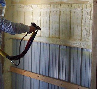 Нанесение ППУ на металлические стены гаража
