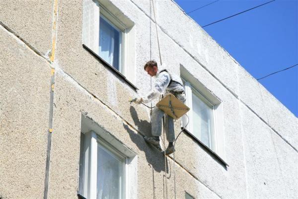 Нанесение теплоизоляционной краски на панельный фасад