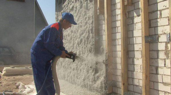 Нанесение целлюлозного материала – один из эффективных способов снижения теплопотерь