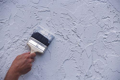 Наносим жидкую теплоизоляцию на стены подпола