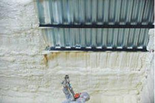 Напыление пенополиуретана на потолок