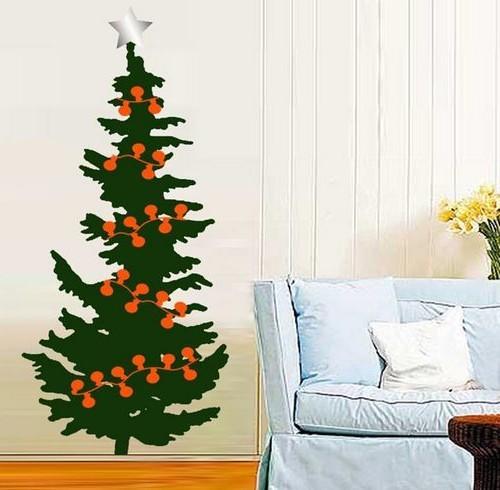 Нарисованная новогодняя елка на стене