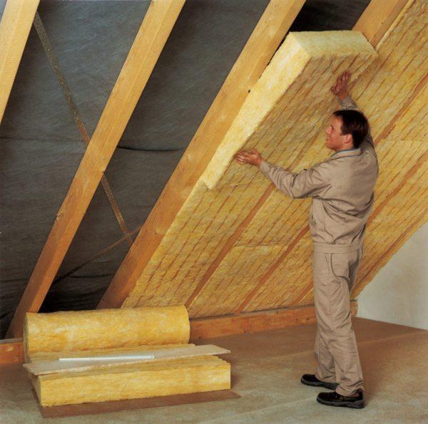 Несмотря на вред, материал продолжают использовать даже изнутри помещений.