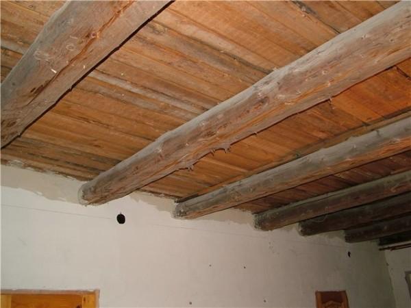 Неутепленный потолок в частном доме