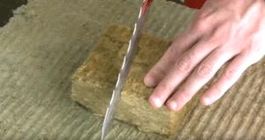 Нож отлично разрезает вату.