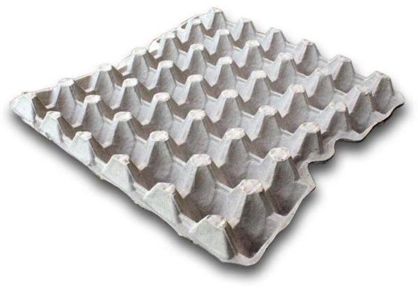 Обкладывать стены или потолок яичными коробками – не лучшая идея, как шумоизоляция они не очень хороши