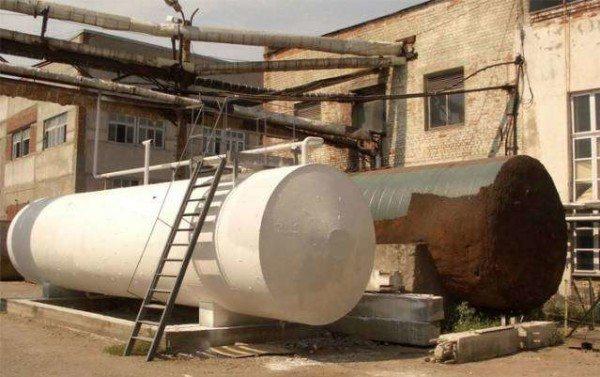 Обработанная ржавая металлическая цистерна