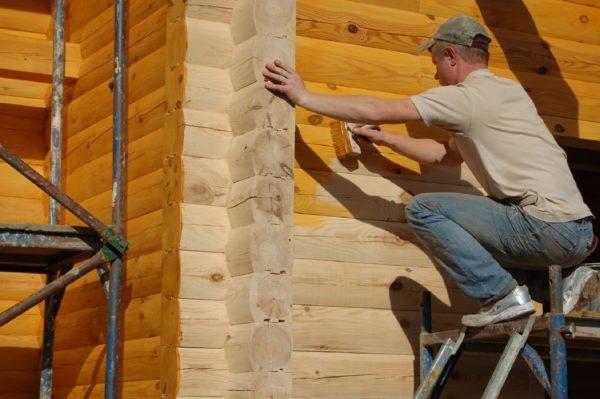 Обработка деревянных стен антисептиком