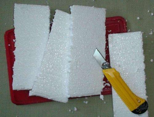 Обычный нож для резки бумаги тоже способен справиться с задачей