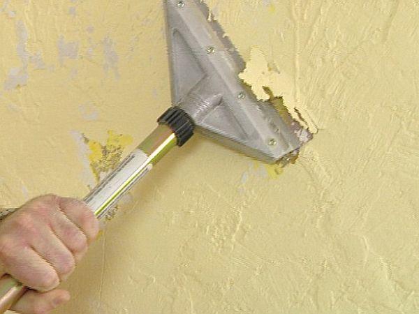 Очищаем стены от старой отделки