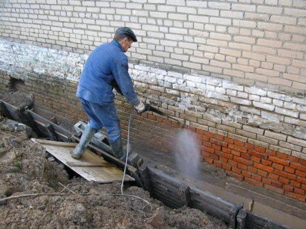 Очистка фундамента от грязи