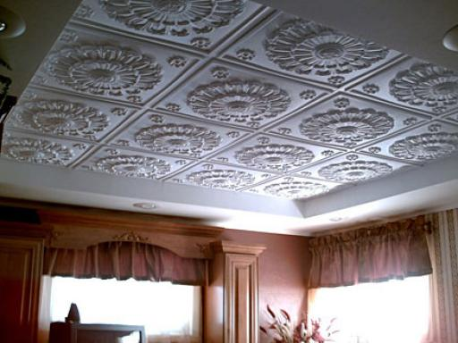 Оклеивание потолочных перекрытий пенопластовыми панелями