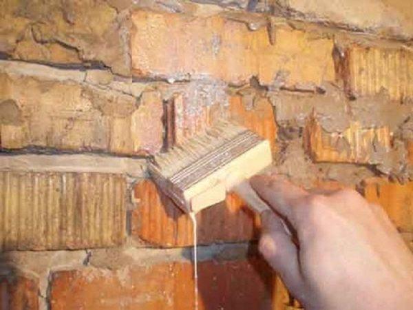 Осмотр и подготовка стен – обязательный этап перед монтажом утеплительного слоя