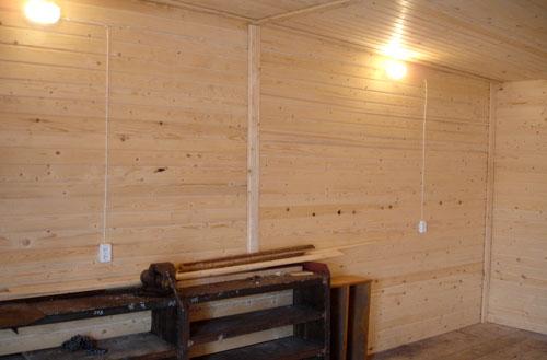 Отделка внутри вагонкой – аналогично проводится утепление лоджии в квартире