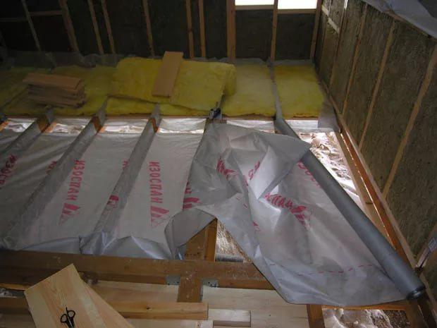 Пароизоляцию Изоспан b можно использовать для гидроизоляции полов и межэтажных перекрытий