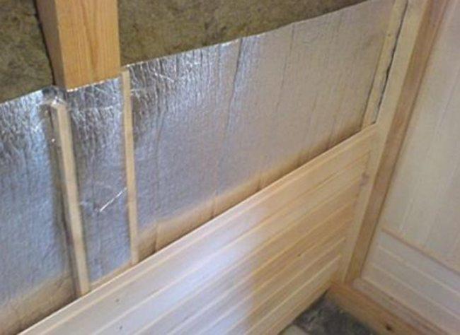 Пароизолятор – защищает утеплитель и стены от избыточной влаги.