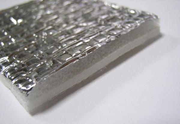 Пенофол. В разрезе хорошо видна структура материала.