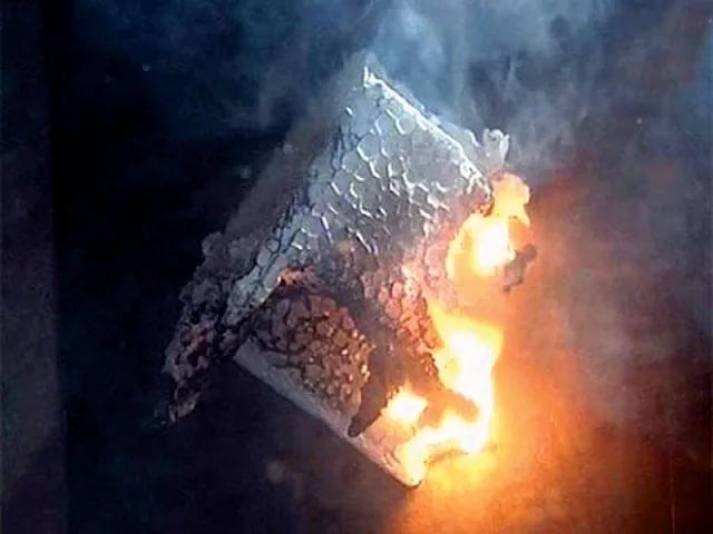 Пенопласт хорошо горит