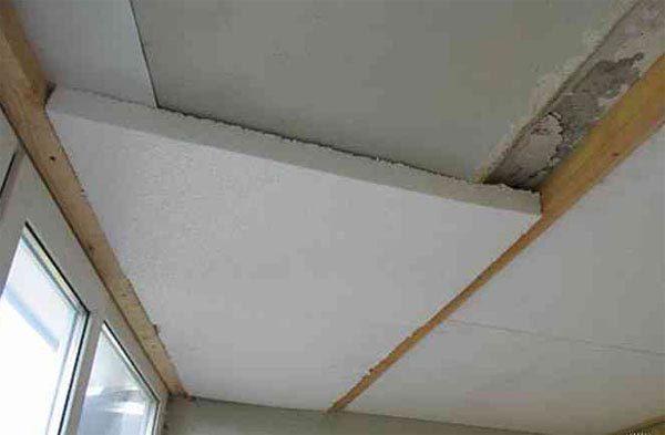 Пенопласт хорошо подходит для бетонных потолков