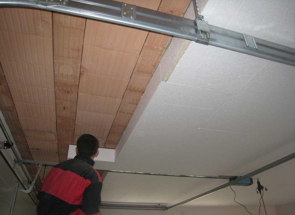 Peindre un plafond en lambris en blanc reims prix for Peindre plaque polystyrene plafond
