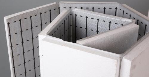Пенопласт настолько податливый материал, что с его использованием справиться практически каждый