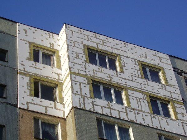 Пенопласт очень эффективен для утепления бетонных конструкций