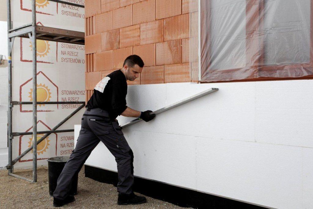 Пенопласт — один из самых дешевых и простых в применении утеплителей
