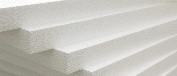 Пенопласт стоит недорого и обладает хорошими теплоизоляционными характеристиками