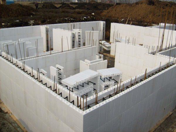 Пенопласт высокой плотности используют в качестве несъемной опалубки.