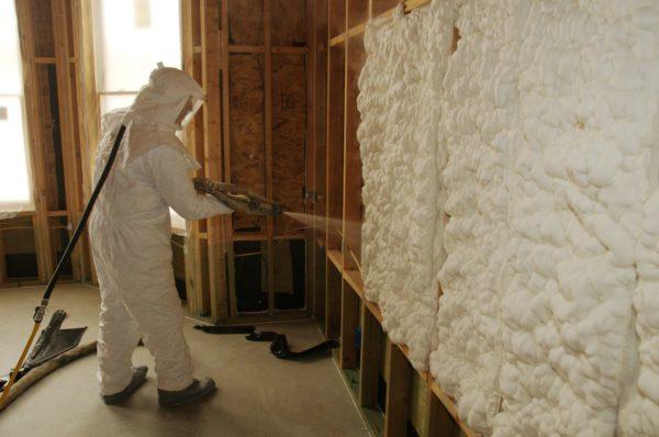 Пенополиуретан — наиболее эффективный полимерный пенистый утеплитель для стен