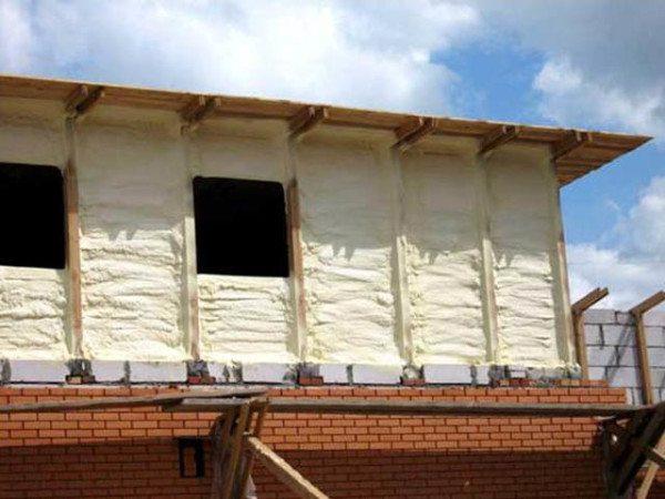 Пенополиуретановая пена является современным высококачественным материалом для теплоизоляции строительных конструкций различного назначения.