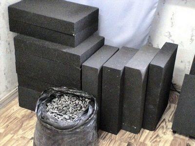 Пеностекло в форме гранул и блоков