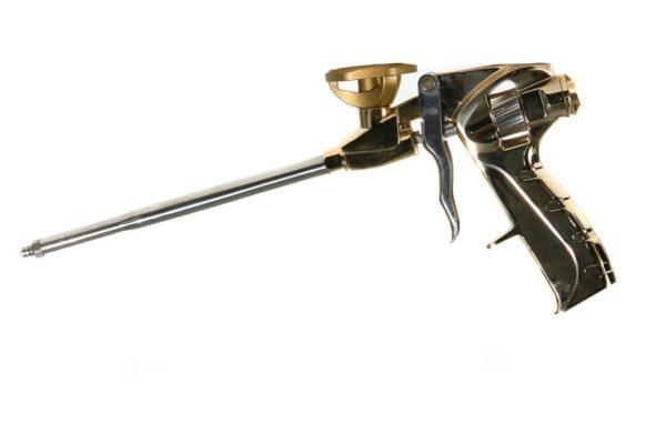 Пистолет позволяет наносить пену очень экономно