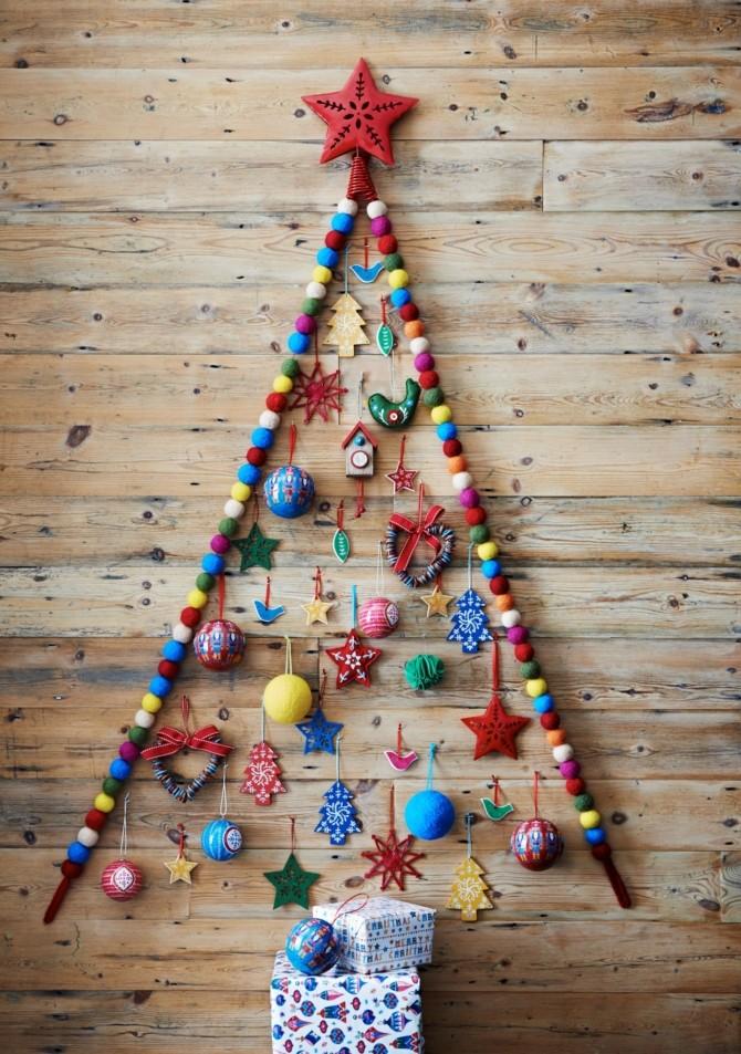 Плоские новогодние елки на стене