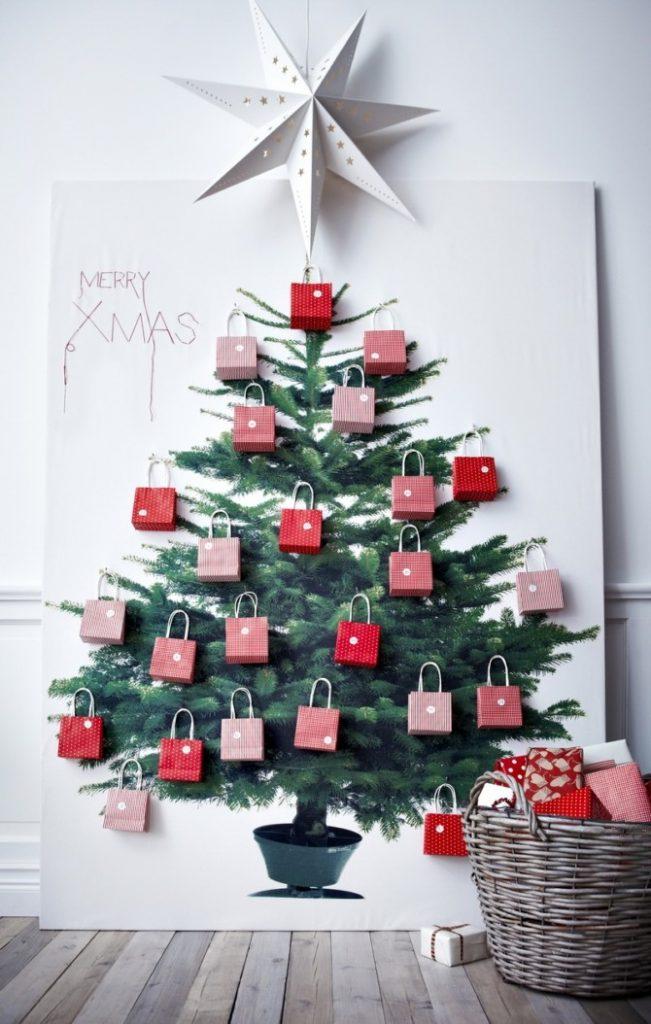 Плоские новогодние елки на стене разные способы