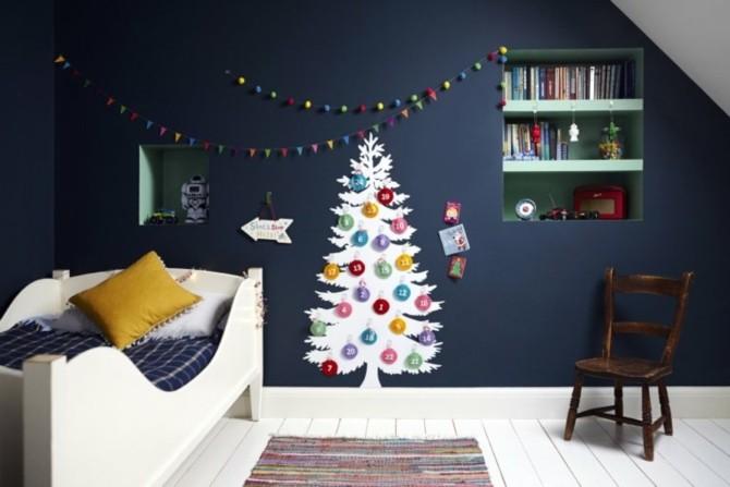 Плоские новогодние елки на стене разными способами