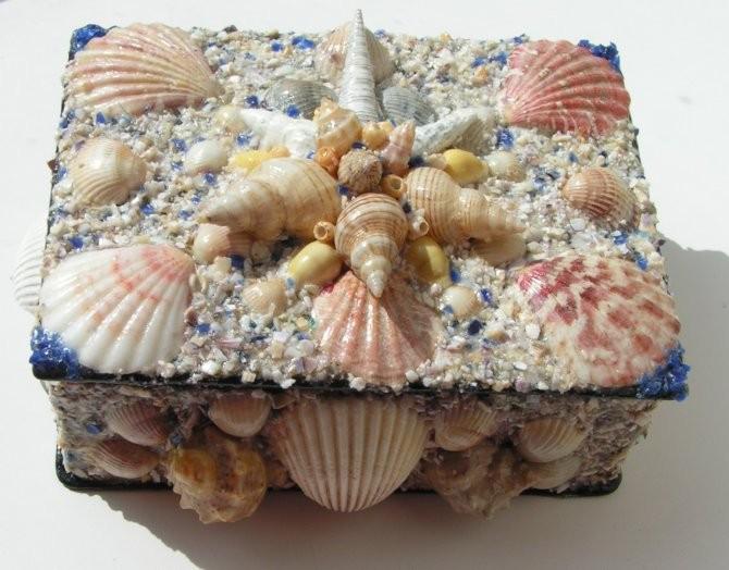 Декор шкатулки из ракушек