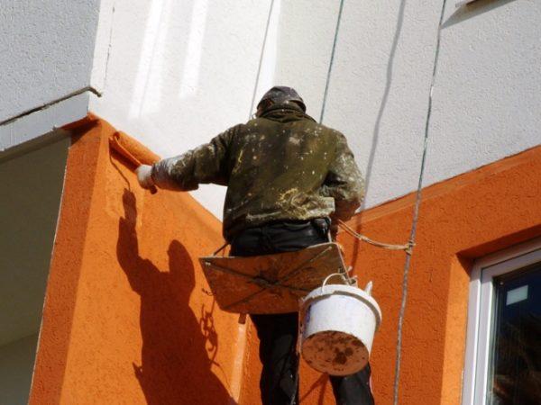 Покраска фасада валиком