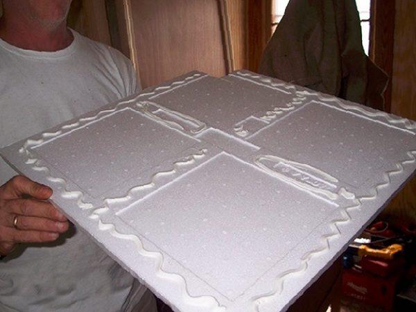 Потолочные плиты отлично крепятся акриловым клеем